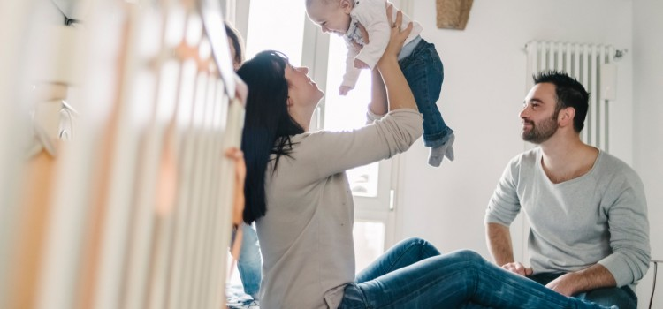 4 Ways to Manage the Cost of Raising a Baby